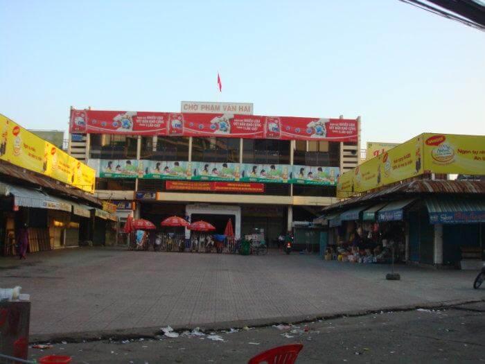Cửa hàng Thu Trang - Địa chỉ: Đối diện chợ Phạm Văn Hai. Q Tân Bình (là tiệm cho thuê mâm quả cưới).