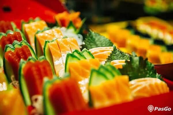 Những lát sashimi cá Hồi, cá Ngừ tươi ngon tại Sứ Buffet luôn là lựa chọn chính xác