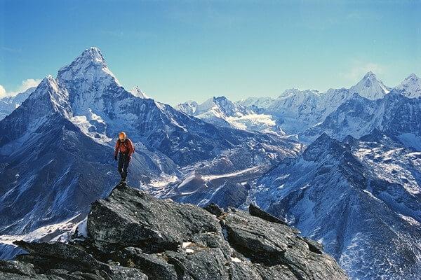 Trước khi đỉnh Everest được khám phá, đỉnh núi nào cao nhất thế giới?