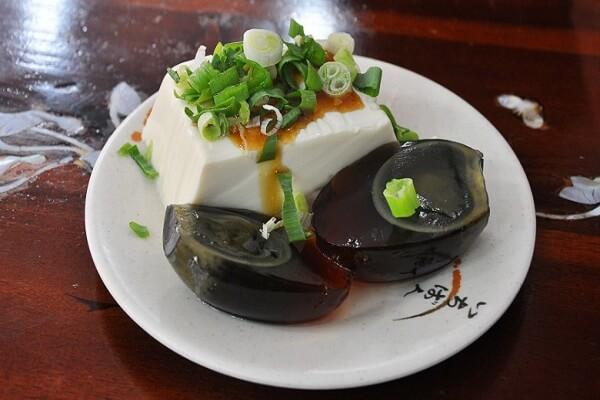Người Thượng Hải băm trộn trứng Bách Thảo với đậu phụ.