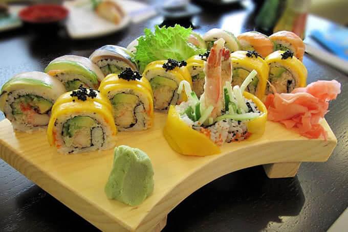 Sushi nhiều màu sắc bắt mắt