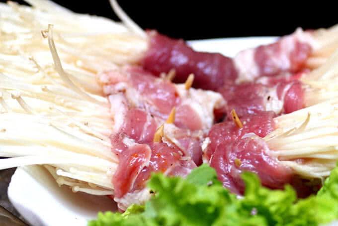 Thịt nướng kết hợp cùng nấm kim châm
