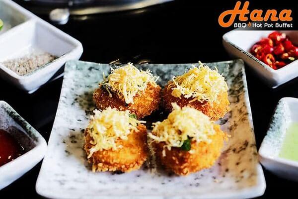 Món đậu hũ chiên xù với chà bông – Hương vị khởi đầu bữa tiệc buffet được yêu thích nhất tại Hana BBQ