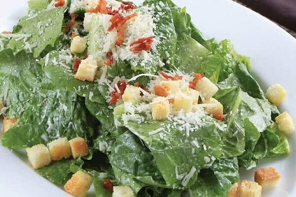 Salad Ceasar mát mẻ làm dịu ngay những cơn nóng Sài Thành