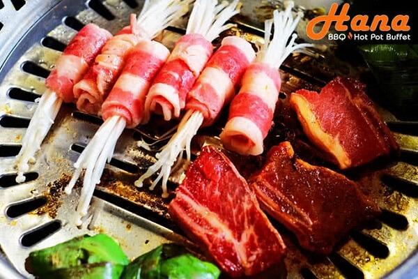 Những nguyên liệu bò Mỹ, sườn cừu, thịt gà, thịt đà điểu được chọn lựa kỹ