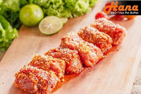 Mỗi đĩa thức ăn đều là một bản nhạc hoàn hảo của thịt, rau tươi và sốt