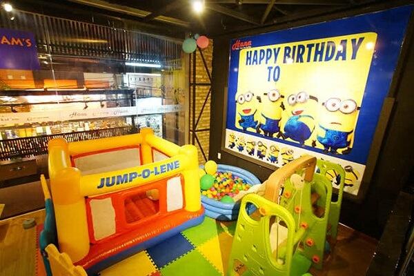 Nơi đây còn có khu vực vui chơi riêng cho trẻ em