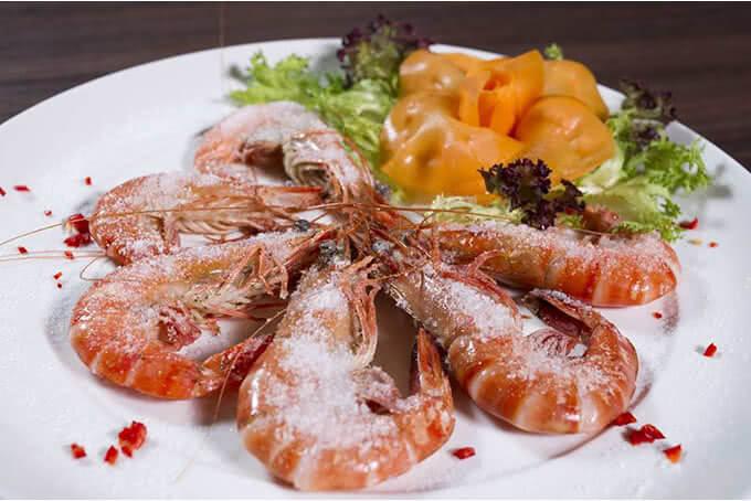 Đừng bỏ qua những món hải sản nướng chấm cùng loại sốt đặc biệt của Lã Vọng