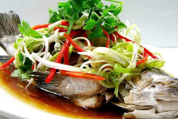Dưới đôi bàn tay tài hoa bếp trưởng hơn 20 năm kinh nghiệm của nhà hàng Lã Vọng Nguyễn Thị Thập, mỗi món ăn đều thành tuyệt tác hương vị