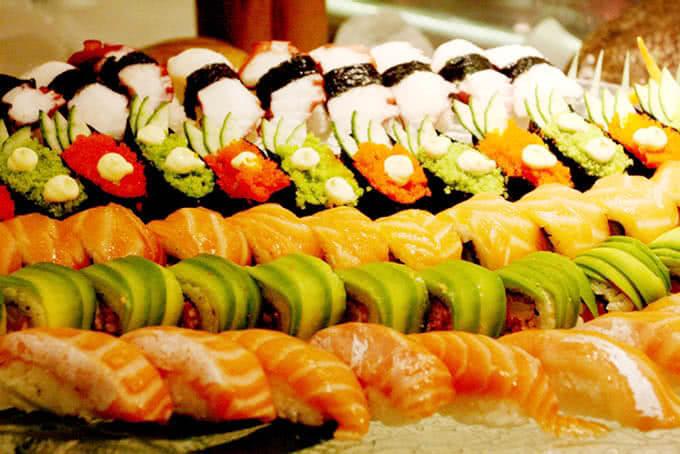 Sushi đầy đặn với đủ loại: Gunkan, Foto, Maki, Nigeri và cả California
