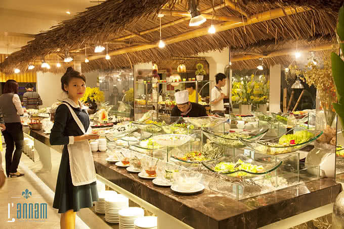 Nhà hàng lấy tên L'annam (An Nam) để gợi chút hoài niệm cổ về một Việt Nam ngày xa xưa