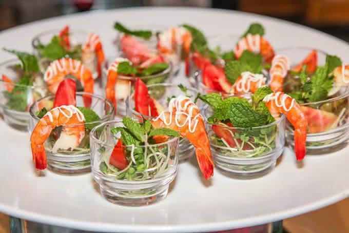 Đầu bếp L'annam Buffet Bùi Thị Xuân luôn sáng tạo ra những món ăn được chế biến tinh tế cùng cách trình bày đẹp mắt