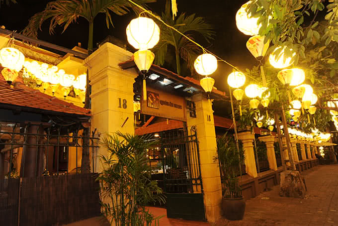 Nhà hàng được thực khách yêu quý như yêu một món quà tinh hoa của Hà Nội