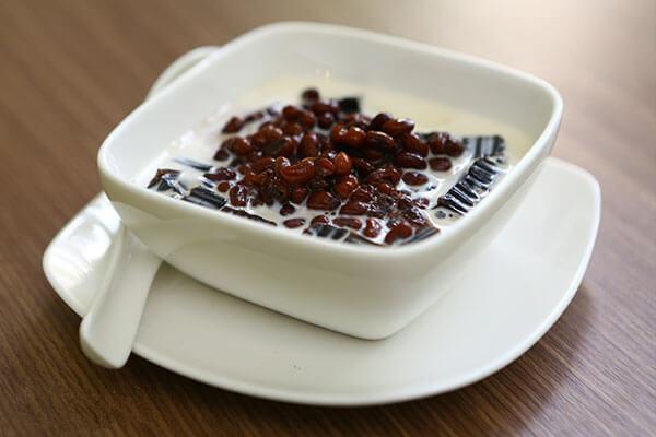 Hướng dẫn bạn tự làm món chè đậu đen nước cốt dừa 3 màu đơn giản tại nhà