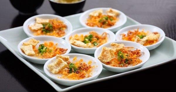 Bánh xèo là món ăn vặt đặc sắc nức tiếng gần xa ở Huế