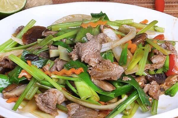 Khi xào, nấu rất nhiều chất dinh dưỡng trong rau đã được tan ra trong canh