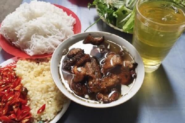 Bún chả vẫn luôn là món ăn giản dị mà thấm đượm hương vị của làng quê