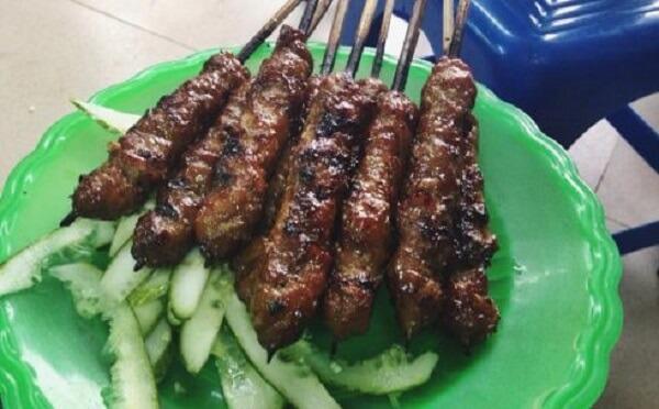 Thịt xiên Bà Ngà nằm trên con phố Quang Trung