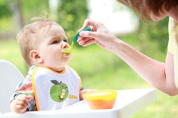 Nguyên tắc ăn dặm lần đầu tiên cho bé