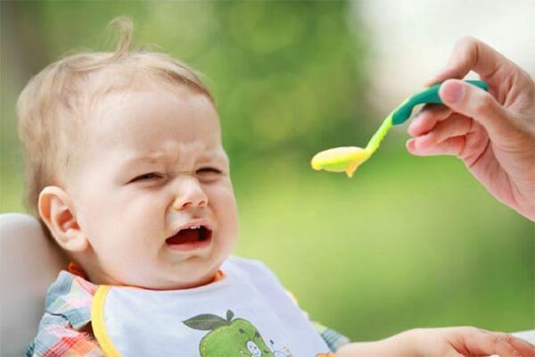 5 vấn đề có thể xảy ra khi bé ăn dặm lần đầu