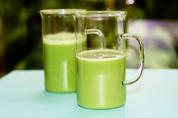 Mẹ có thể dùng đậu xanh để chế biến thành món sữa thơm ngon cho bé.