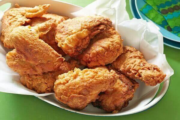 Những miếng gà chín thơm ngon, có vị hài hòa, hương thơm đặc trưng và độ giòn tự nhiên.