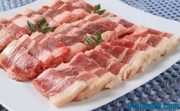 Thịt ba chỉ : 200 gam.
