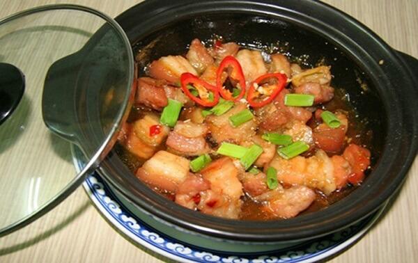 Thịt ba chỉ kho tiêu là món kho được rất nhiều thực khách yêu thích