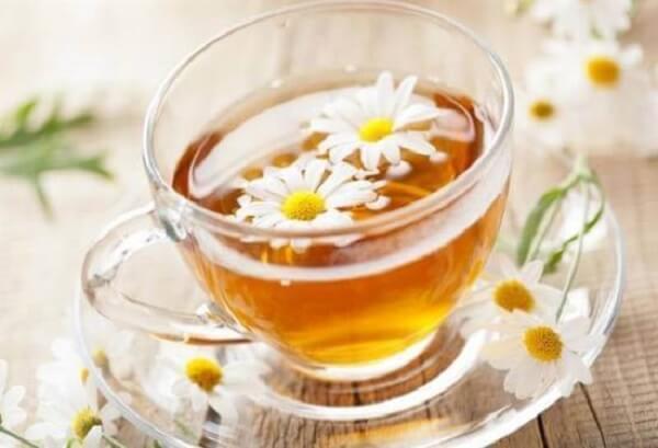 Trà bông cúc được sử dụng nhiều trong mùa hè để giúp xua tan mệt mỏi do nắng nóng.