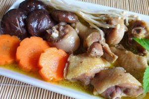 Cách Làm Canh Gà Nấu Nấm Đông Cô - Gà Hầm Nấm Hương