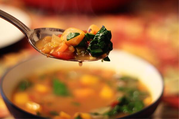 Món súp gà kiểu Ý cũng rất thích hợp cho các bữa liên hoan, sinh nhật