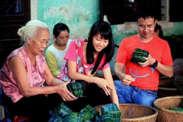 Đây là món ăn nổi tiếng ở Huế và có xuất xứ từ con phố Nhật Lệ trong thành Nội