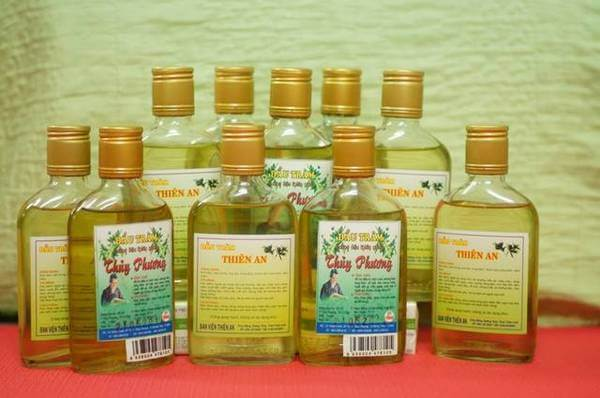 Dầu tràm là một trong những sản phẩm truyền thống nổi tiếng của Huế.