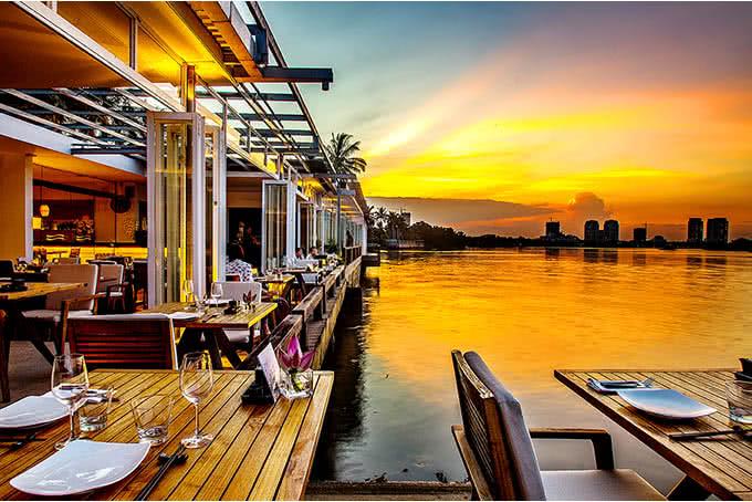 """The Deck Saigon – Điểm đến yêu thích của """"dân sành"""" Sài Thành đến ngắm hoàng hôn lúc con nước lên"""
