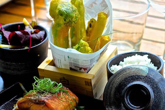 Tới The Deck Saigon để tận hưởng ẩm thực theo phong cách Pan-Asia độc đáo