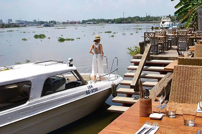 Hoặc tận hưởng những dịch vụ trải nghiệm sông nước hiện đại đầy thú vị