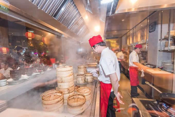 """""""Gian bếp"""" của nhà hàng mở cửa từ 7 giờ sáng tới tận 3 giờ sáng hôm sau"""