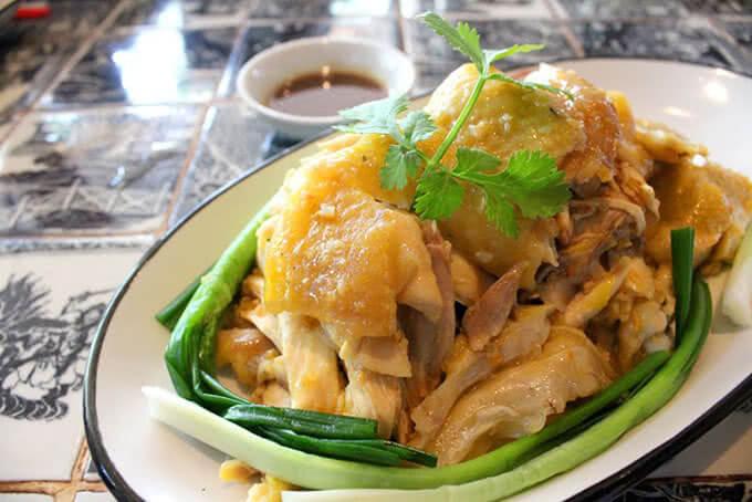 Đến với San Fu Lou 2 Phan Xích Long, bạn đừng nên bỏ qua các món gà