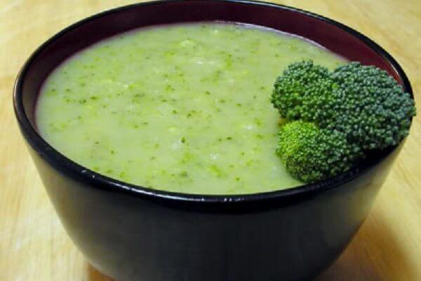 Súp bông cải xanh cho bé ăn dặm