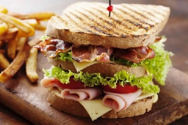 Bánh sandwich kẹp trứng/ thịt nguội
