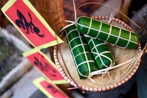 Bánh Chưng là đặc sản của người miền Bắc và bánh tét là đặc sản miền Nam.