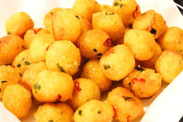 Bánh cay là loại bánh dùng để ăn vặt rất dân dã của người Sài Gòn.