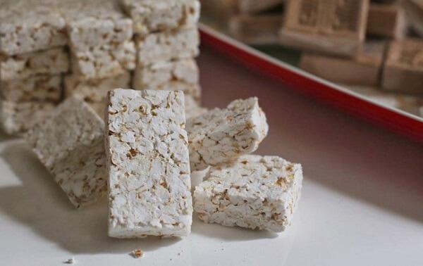 Bánh nổ không chỉ xuất hiện trong các dịp lễ Tết mà còn là đặc sản nổi tiếng