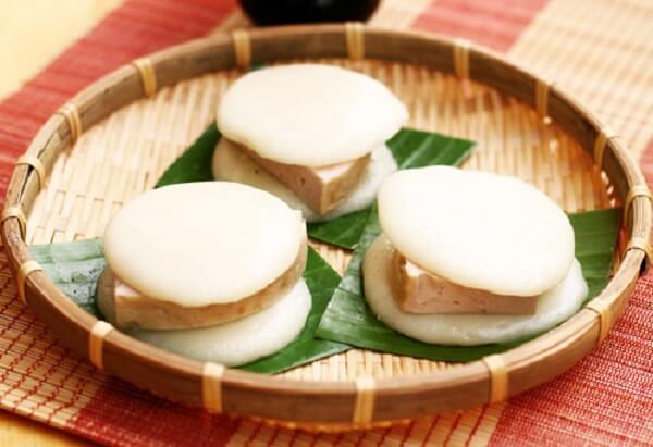 Bánh dày giò là món bánh truyền thống Việt Nam mà đứa trẻ nào cũng thích.