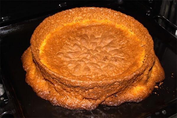 Bánh bị xẹp, lõm mặt hoặc thắt eo khi mang ra khỏi lò