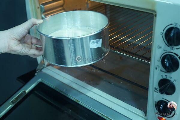 Mang bánh đi nướng ở nhiệt độ 175 độ C hoặc 165 độ C