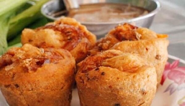 Bánh cóng với vỏ bánh vàng ươm, vị ngọt đậm đà và béo ngậy