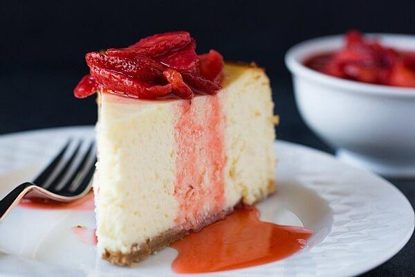 Thành phần không thể thiếu của cheesecake là cream cheese và kem tươi