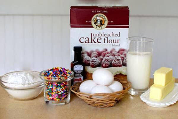 Nguyên liệu làm kem bánh sinh nhật bằng sữa tươi và bơ