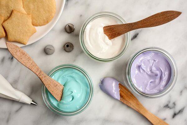 Royal icing được coi là lọi lý tưởng để trang trí bánh kem